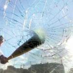 Росгвардия задержала молодых людей, которые били стекла в машинах и обчищали их