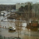 Коминтерн настигла вода: улицы затопило