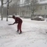 скорая помощь чистят дорогу