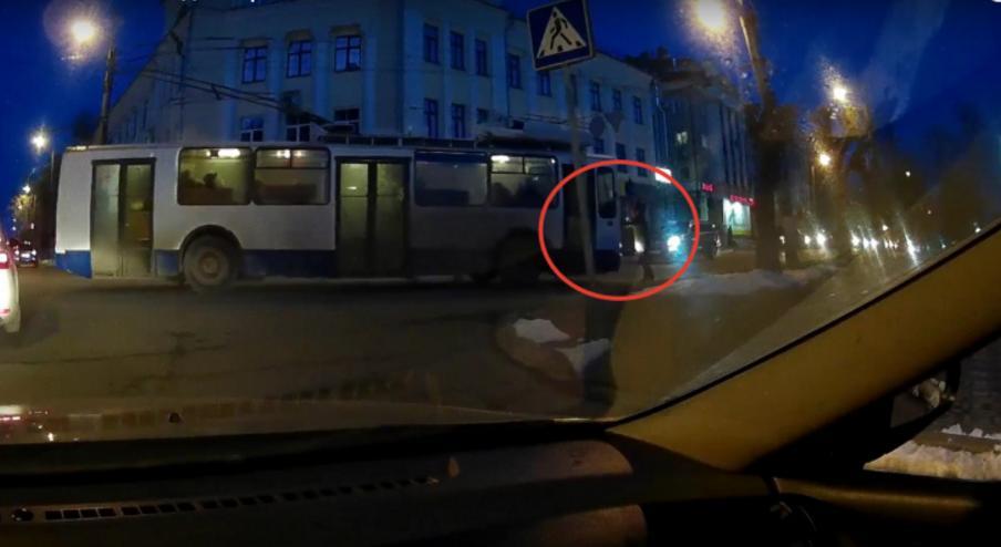 водителя троллейбуса отстранили