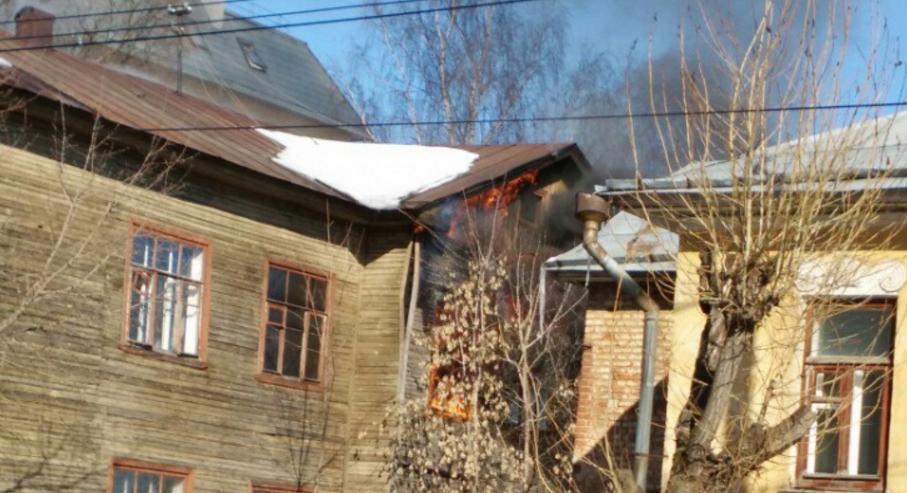 горит здание мин