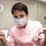 Стоматолог в Питере удалила пациентке 22 здоровых зуба ради денег