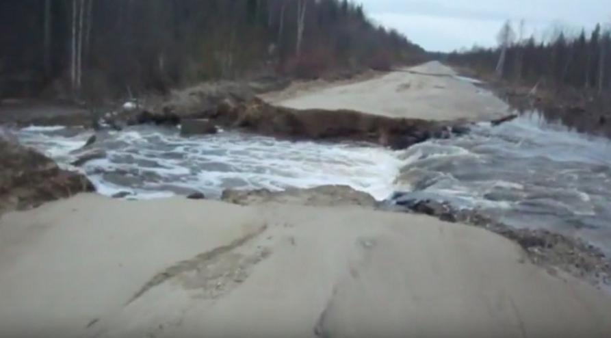 дорогу снесло потоком