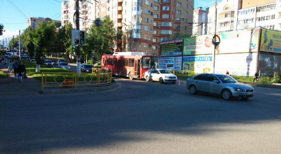 автобус врезался в иномарку