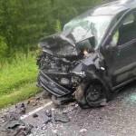 В страшной аварии под Черной Холуницей погибло два человека