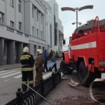 В крупных городах России из-за анонимных звонков эвакуируют вокзалы, вузы, ТЦ и школы