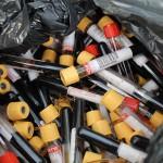 В пригороде Кирова обнаружили мешки с пробирками крови и гинекологическими медотходами