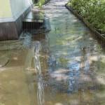 В Кирове после ремонта дороги ливневая вода смывает детский сад