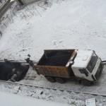 Подрядчик допустил нарушения: в Слободском асфальт укладывали в снег