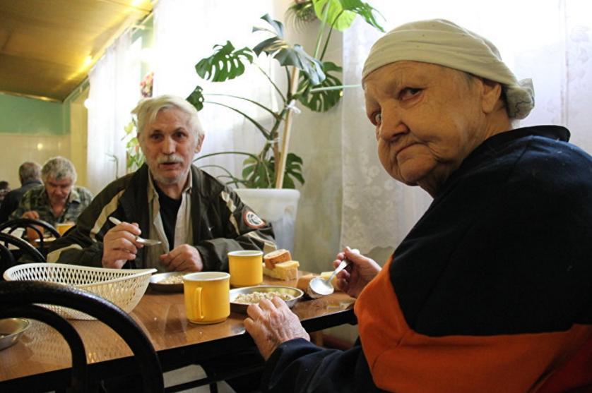старики и инвалиды