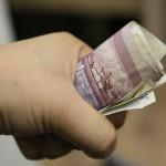 """18-летний житель Вятскополянского района решил """"помочь"""" друзьям и стал силой вымогать деньгис должника"""