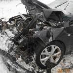 В Кирове лоб в лоб столкнулись ИЖ и Mazda: три человека получили травмы
