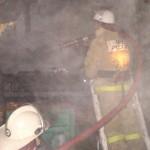 В Котельниче сгорел частный дом, гараж с тремя машинами и баня