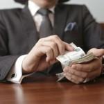 Замдиректора «Вятавтодора» задержали за взятку и мошенничество