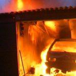 В Вятскополянском районе в гаражах сгорели два автомобиля и мотоцикл