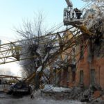 Эксперты: дом в Кирове, на который упал кран, пригоден для экплуатации