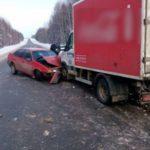 В Юрьянском районе «Volkswagen Passat» столкнулся с грузовиком