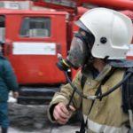 В Слободском районе сгорел двухквартирный жилой дом: спасатели вывели из здания женщину с двумя детьми