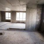 В Котельниче суд обязал застройщика поставить ограждение на недостроенном пятиэтажном доме