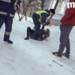 В Кирове девушки напали на полицейских, приехавших по жалобе на шумную вечеринку в пять часов утра