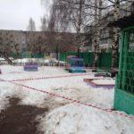 В мэрии Кирова назвали причину образования ямы на площадке детского сада, в которую упал ребенок