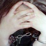 Жительница Кирово-Чепецка попыталась украсть духи в магазине: при досмотре у девушки обнаружили наркотик в носке