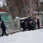 В Кирове Land Cruiser врезался в забор детского сада