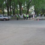 В Кирове 4-летняя девочка выбежала под колеса иномарки: ребенок получил травмы