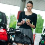 Бензин скоро снова подорожает: к концу года стоимость может дойти до 50 рублей за литр