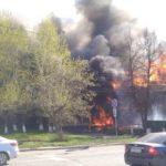 В центре Кирова горит двухэтажный дом: дым виден изо всех районов