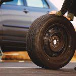 На часть украденных денег чепчанин купил подвозившему его таксисту новые колеса для автомобиля