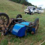 78-летний мужчина погиб, опрокинувшись на мотоцикле с горы: пенсионера придавило кузовом