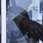 В Пижанке мужчина проник ночью в кафе и украл 9 тысяч рублей: по дороге домой подозреваемый потерял почти половину суммы