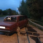 В Кирове ВАЗ-2107 врезался в дорожное ограждение