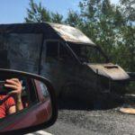 На трассе «Вятка» во время движения вспыхнула «Газель»: машина сгорела полностью
