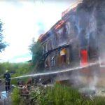 В Кирове сгорели старый нежилой дом и помещения у рынка