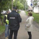 В Кирове на улице ограбили женщину: налетчик в маске приставил к кировчанке пистолет и выхватил сумку