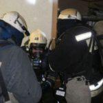 В Кирове пожарные нашли без сознания мужчину в горящей квартире: кировчанина передали медикам