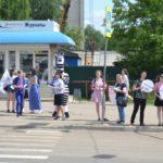 Сотрудники Госавтоинспекции и представители общественного движения «Волонтеры Вятки» провели профилактическую акцию «Пешеход – на переход!»