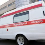 В Слободском районе автомобиль врезался в женщину, придавив ее к стене: пострадавшая получила очень тяжелые травмы
