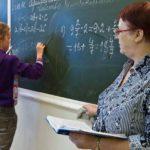 Педагогам Кировской области повысят оклады до МРОТ