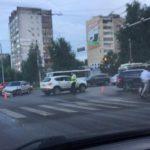 В Кирове на перекрестке столкнулись «Лада» и Mercedes