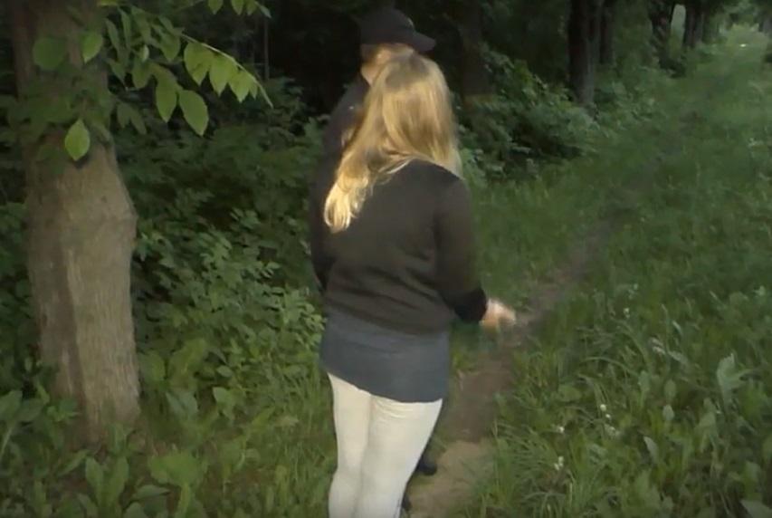Гимнастку ишол в лесу увидел трахаются снял и показал в интернете для