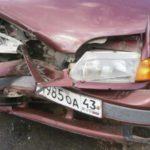 В Кирове на перекрестке произошло тройное ДТП: один человек получил травмы