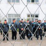 В Верхнекамском районе осужденный дал взятку сотруднику, чтобы он пронес в колонию запрещенные предметы
