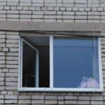 В Кирове ребенок выпал из окна: девочку госпитализировали