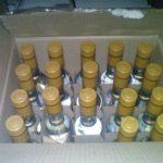 В Кирове двое мужчин пытались реализовать 10 тысяч бутылок контрафактного алкоголя