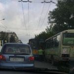 В Кирове столкнулись троллейбус и автобус