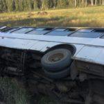 «В автобусе ехали дети, пенсионеры. Все выбирались через люк»: очевидцы рассказали об опрокинувшемся автобусе в Кирове