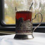 В Кировской области в поезде годовалая девочка опрокинула на себя горячий чай: ребенок получил серьезные ожоги